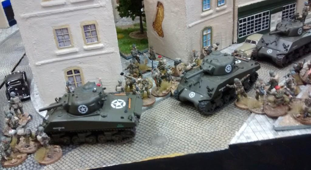 Am linken Plattenrand stehen berists starke Verbände von Sofageneral Lucas bereit. Die Schlacht um die beherrschende Plattenmitte kann beginnen.