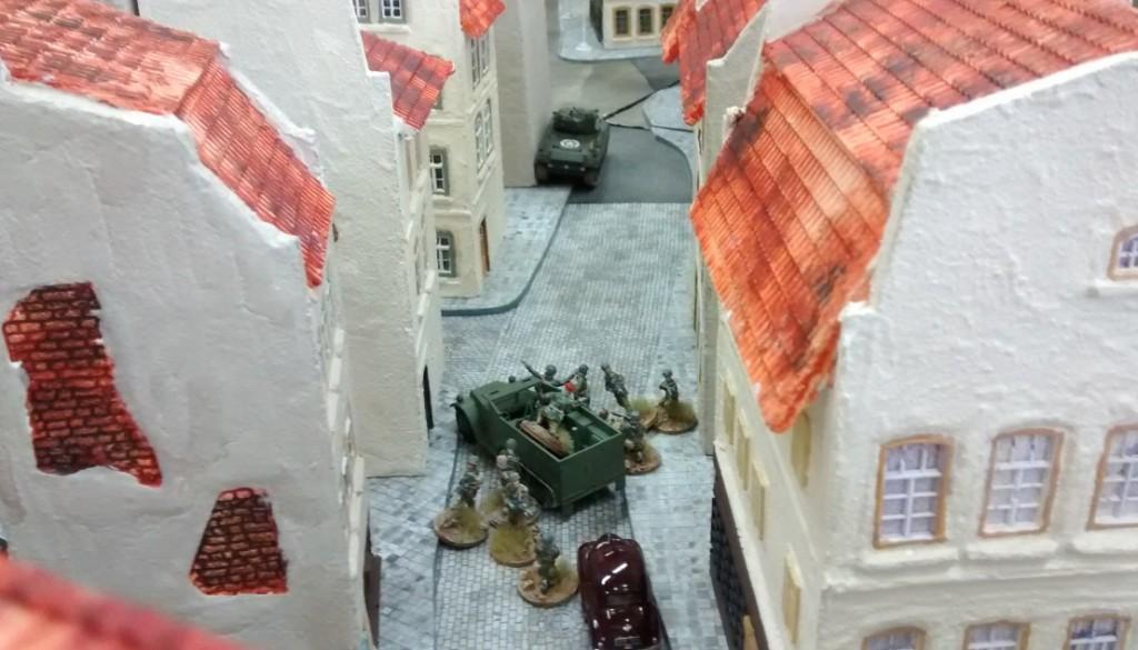 Im Hafenviertel haben Sturmis Truppen Stellung bezogen. Der Schörmi im Hintergrund ist jener, welcher nahe der zentralen Kreuzung eine Stellung in Deckung bezogen hat.