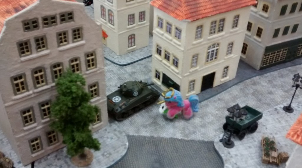 Der Schörmi ohne Infanteristen ist eine Straße weiter zum halten gekommen. Jetzt muss man vorsichtiger werden. Ab hier beginnt der Einflussbereich der deutschen Raketenartillerie.
