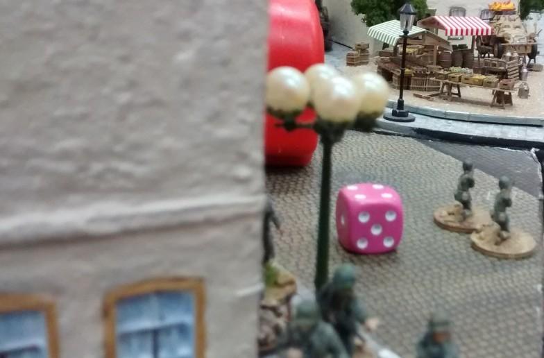 Zwei Bazookaschützen gehen zusätzlich in Stellung. Man will das 222er unbedingt beseitigen.