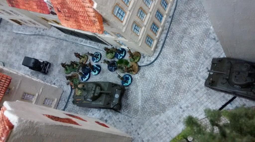 Die Queens Own Wasserläufer sind noch etwas zögerlich. Die deutschen Truppen haben in Plattenmitte einige Häuser besetzt und können weite Teile der Alktstadt einsehen und bestreichen.
