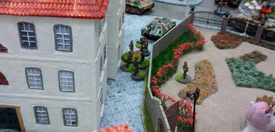 Der Angriff auf die Panzergrenadiere hinterlässt nicht nur Eindruck, sondern auch Wirkung.