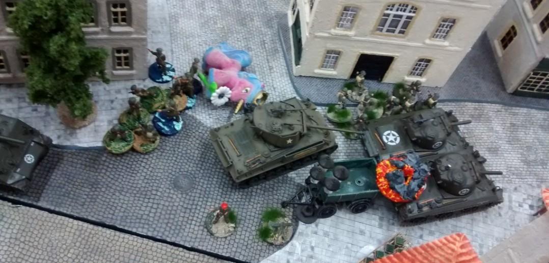Sofageneral Lucas mobilisiert seine Reserven. Im Zentrum drückt er jetzt  mit Unterstützung seiner Schörmis den Angriff nach vorne.