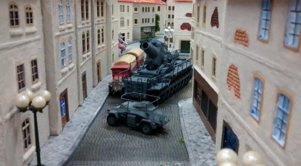 Hier eilt der Artilleriebeobachter Sd. Kfz. 260 dem Gerät 040 voraus.