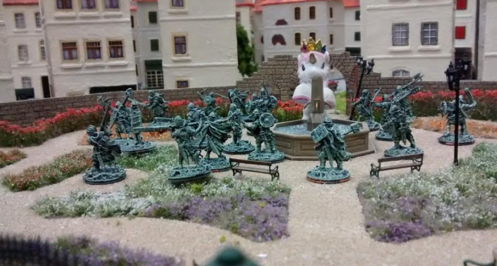 Die Armee der Geister im Rosengarten.
