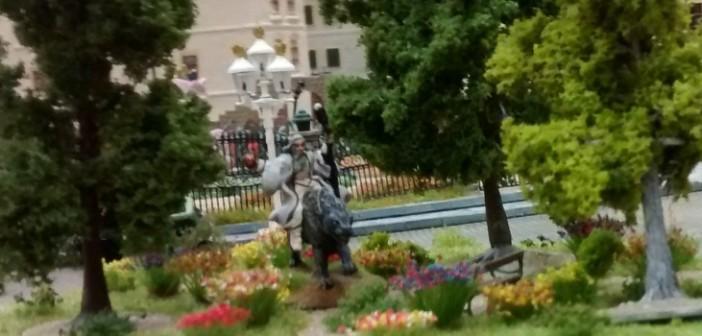 Saruman am Rosengarten. Das kann nichts Gutes verheißen.