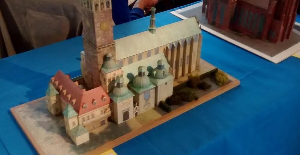 Papiermodell / Kartonmodell der Basilika Tschenstochau