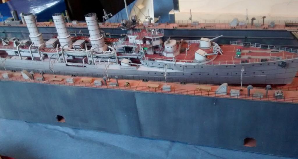 Papiermodell / Kartonmodell eines Trockendock im Hamburger Hafen.