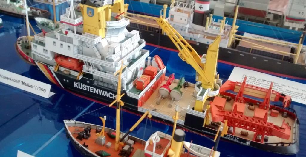 """Papiermodell / Kartonmodell des Mehrzweckschiff """"Mellum"""" der Küstenwache"""