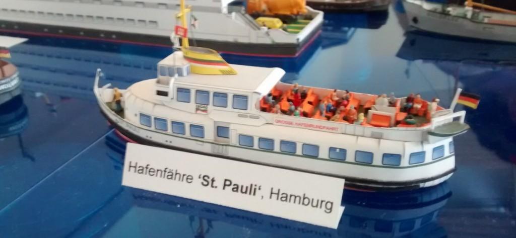"Papiermodell / Kartonmodell der Hafenfähre ""St. Pauli"", Hamburg"