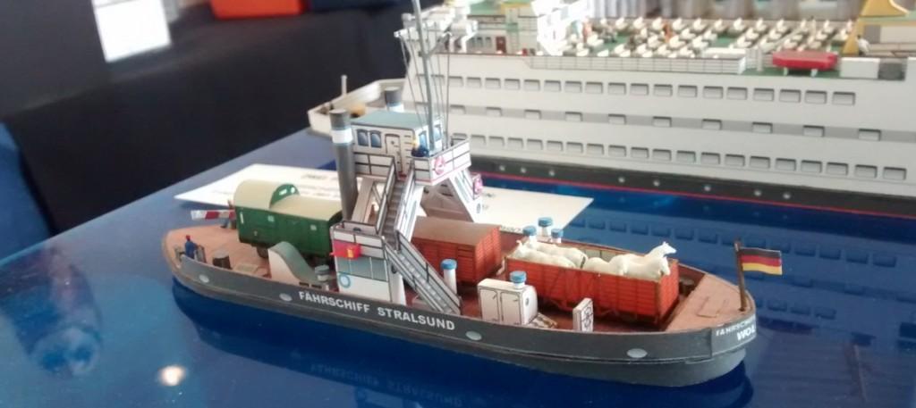"""Papiermodell / Kartonmodell des Fährschiff """"Stralsund"""""""