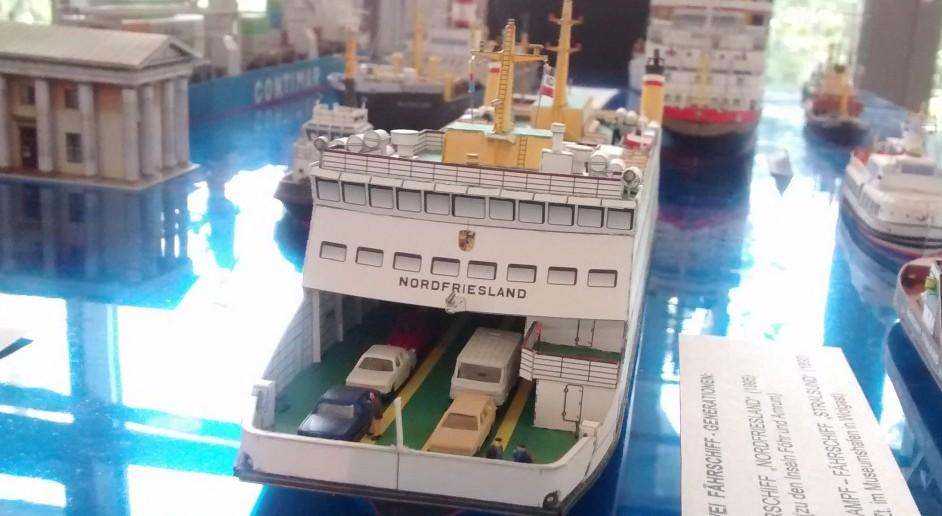 "Papiermodell / Kartonmodell des Fährschiff ""Nordfriesland"""