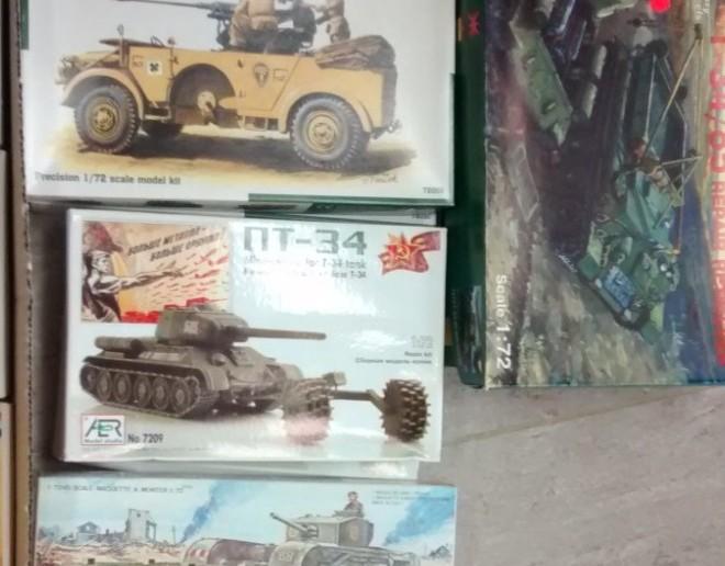 Ja, da und dort findet man doch noch was. Die beiden Horch mit der Flak oben drauf fand ich sehr schick. Die beiden T-34 als Minenräumer sollte man in der Arrmee unbedingt vorhalten. Und das britische pendant dazu... naja, schaden kann es nicht wirklich.