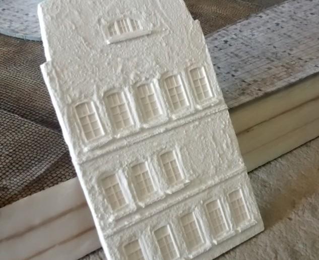 Dieses Fassadenteil wurde bereits behandelt. So lassen sich die Fassadenteile gut zusammenfügen.