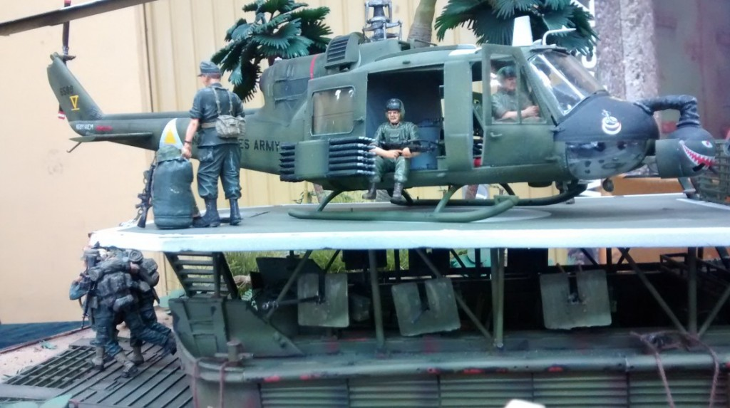 Ein Helikopter ist gelandet.