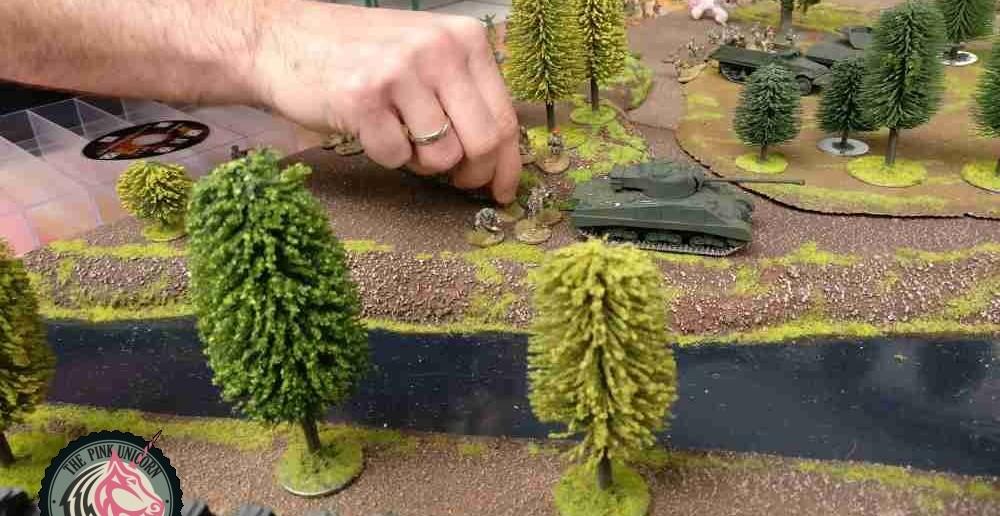 Der M4 Sherman Firefly zieht mit nach Vorne.  ( Behind Omaha. Forum / Spielbericht )