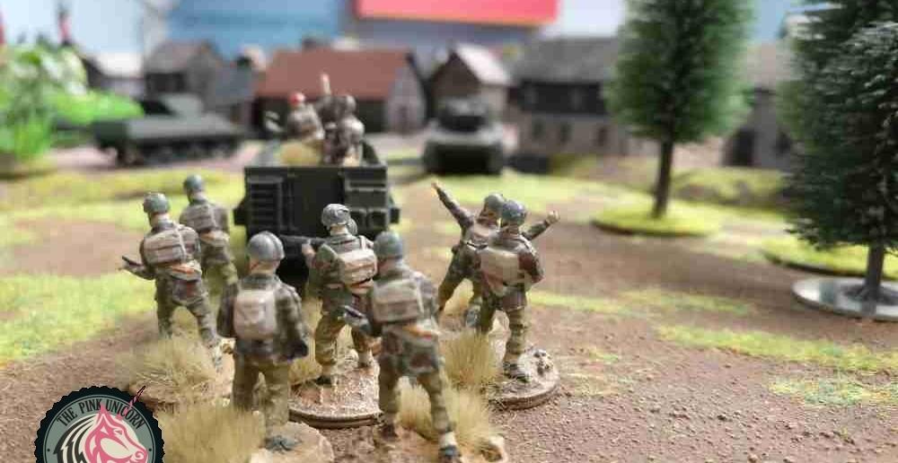 Auf der Halbinsel haben zwei Panzer vor dem Dorfeingang Stellung bezogen. Die Infanterie steht auch bereit. Der Sturm des Dorfes kann in einer Runde beginnen. ( Behind Omaha. Forum / Spielbericht )