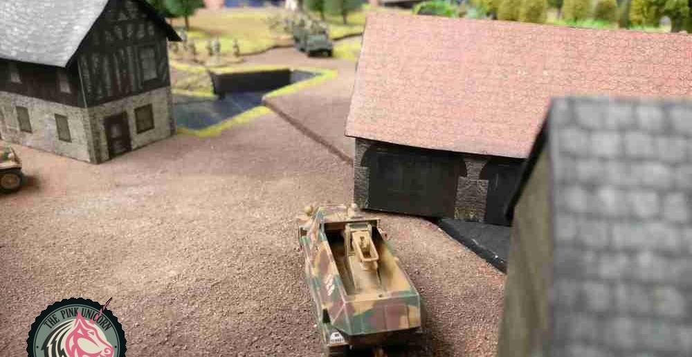 Die zweite Halbkette schießt ebenfalls, die Briten liegen innerhalb der Reichweite, jedoch gibt es nur zwei Trefferpunkte auf dem M5 Halftrack. ( Behind Omaha. Forum / Spielbericht )