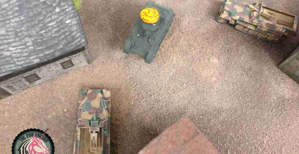 Der M5 Stuart prescht ins Dorf und nimmt ein Sd.Kfz. 251/9m unter Feuer. ( Behind Omaha. Forum / Spielbericht )