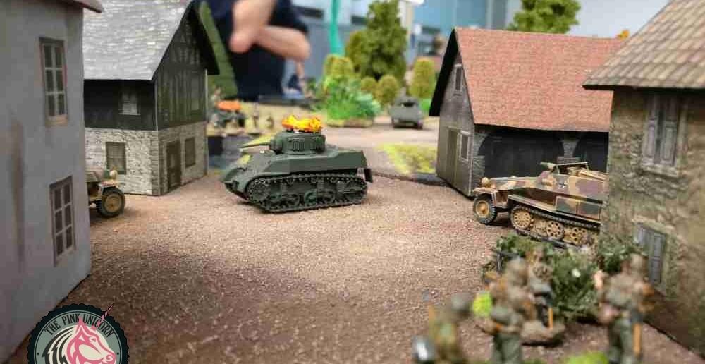 Der Grenadier zückt seine Panzerfaust... Zwo Panzerfaust-Treffer in die Seite, ein Treffer vom Stummel in den Hintern, das genügt. ( Behind Omaha. Forum / Spielbericht )