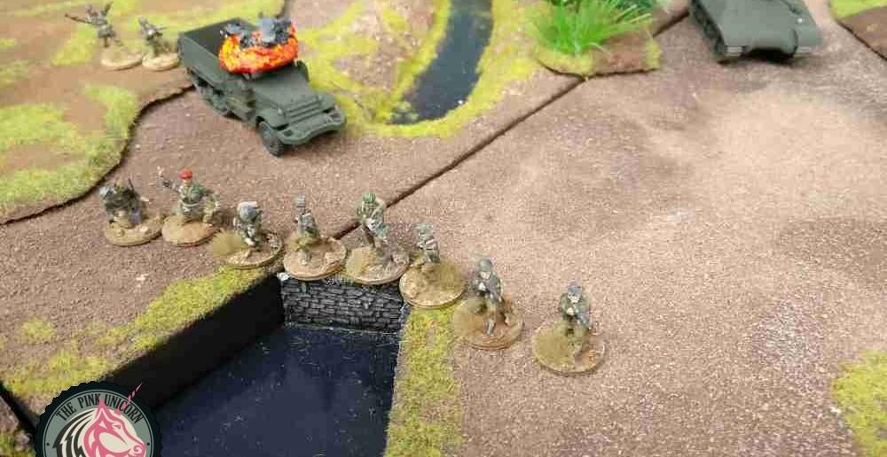 Der stürmende Trupp am Dorfausgang verliert zwei Mann. ( Behind Omaha. Forum / Spielbericht )