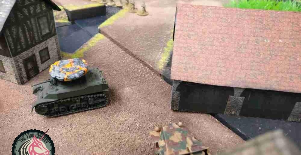 Der M5 Stuart fällt aus, der zweite M5 Halftrack geht in Flammen auf. Der alliierte Angriff gerät ins Stocken. ( Behind Omaha. Forum / Spielbericht )