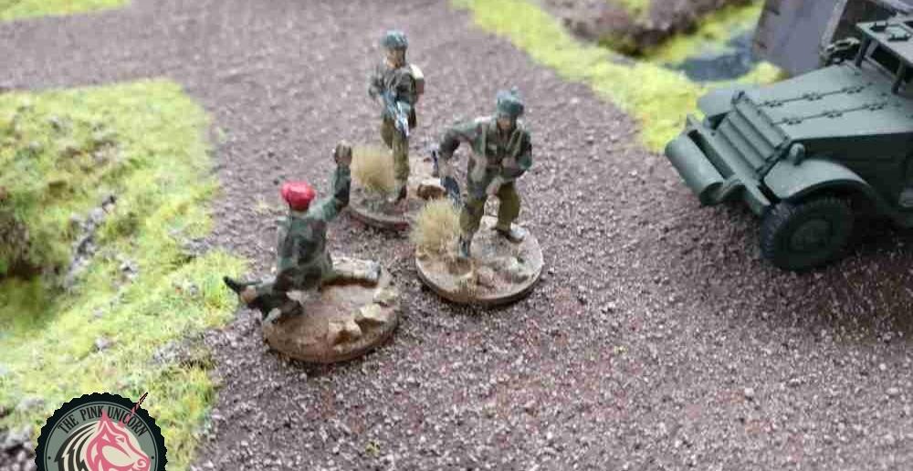 Einer der Soldaten am Verbindungsweg übernimmt das Kommando des verwaisten Trupps. ( Behind Omaha. Forum / Spielbericht )