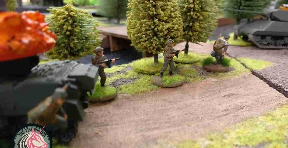 Die ersten Grenadiere ereichen die Brücke, welche in den Rücken der britischen Truppen auf der Halbinsel führt. ( Behind Omaha. Forum / Spielbericht )
