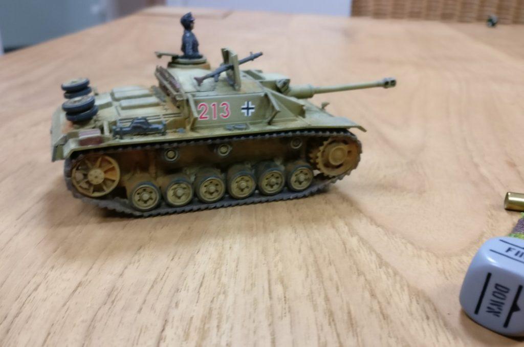 Das deutsche StuG III bei der Bolt Action Einführungspartie. Beim Beschuss der 105mm Howitzer leistete es gute Dienste.