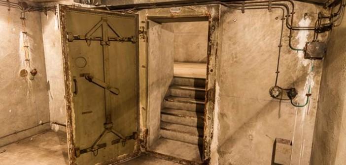 Eine verstärkte Tür zu einem Verbindungsgang des Bunkers unter dem Gare de l'Est.