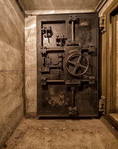 Erneut eine der sehr starken Panzertüren zu einem wichtigen Raum im Bunker unter dem Gare de l'Est.