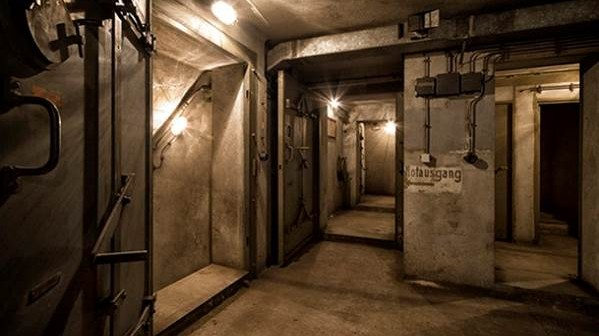 Zum Schutz vor Flieger- und Bombenangriffen wurden eine Reihe von Schutzräumen gebaut, darunter auch der Bunker unter dem Gare de l'Est.