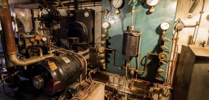 Hier ein Blick in einen Maschinenraum mit Anlagen der Sauerstoffversorgung.