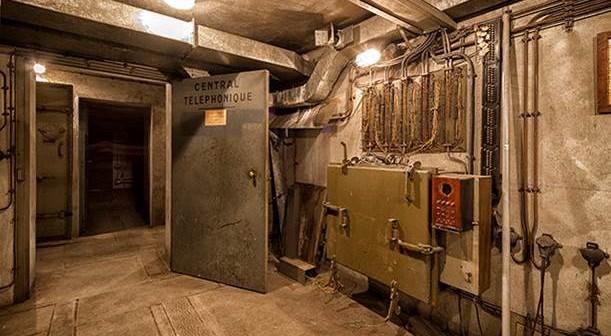 Zur Kommunikation mit der Außenwelt - vorzugsweise Dienststellen und Ministerien - besaß die Bunkeranlage auch eine Telefonzentrale. Hier wurden alle Telefongespräche koordiniert.