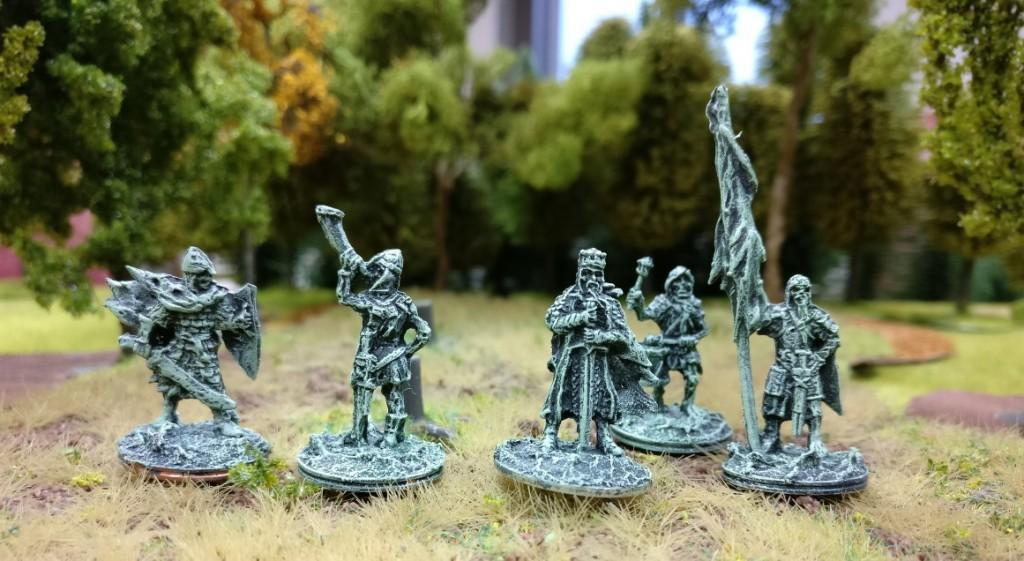 """Der Totenkönig ( früher der König der """"Toten von Dunharg"""" ) mit seinem Gefolge, Trommler und Fahnenträger."""