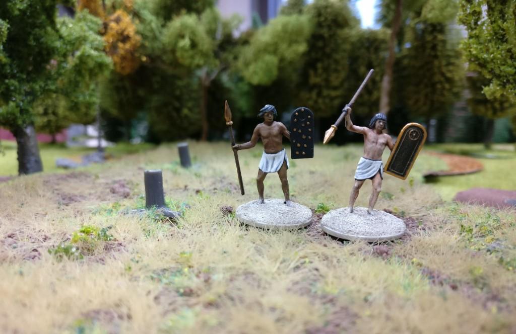 Zwei Krieger der Haradrim - ausnahmsweise ohne ihre Mûmakil, die Dncolor auch noch bauen will.