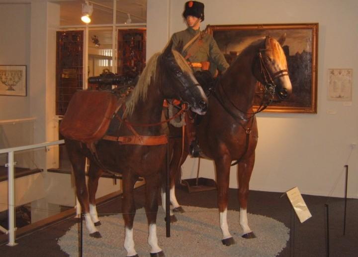 Das Lewis MG M.20 war auch bei der Kavallerie im Einsatz, wie dieses Foto eines Husaren belegt.