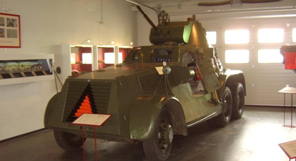 Zwei Lewis MG M.20 führte der Pantserwagen M38