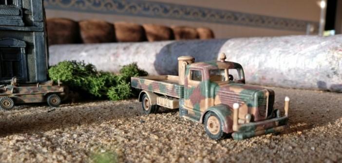 Hier ist das Lkw-Prachtstück mit dem klobigen Holzvergaser.