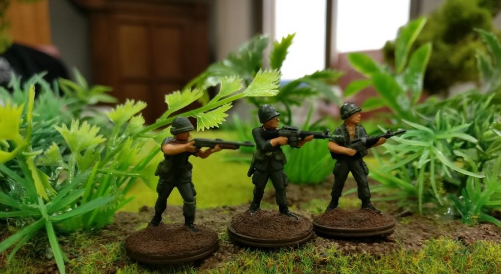 """3 US-Grunts mit einer Schrotflinte und zwei M16 Wummen im Projekt """"Vietnam 69"""" von Doncolor."""