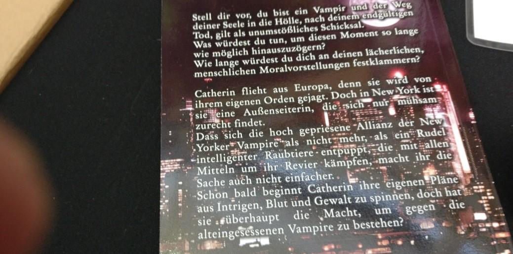 Die Story kündet von den Höhen und Tiefen (Letzteres vor allem) im Leben eines Vampirs.