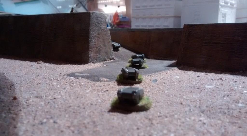 Die vorwitzigen Goliath marschieren recht frei am Normandie-Strand umher. Noch sind hier keinerlei Panzersperreen und Drachenzähne aufgestellt.