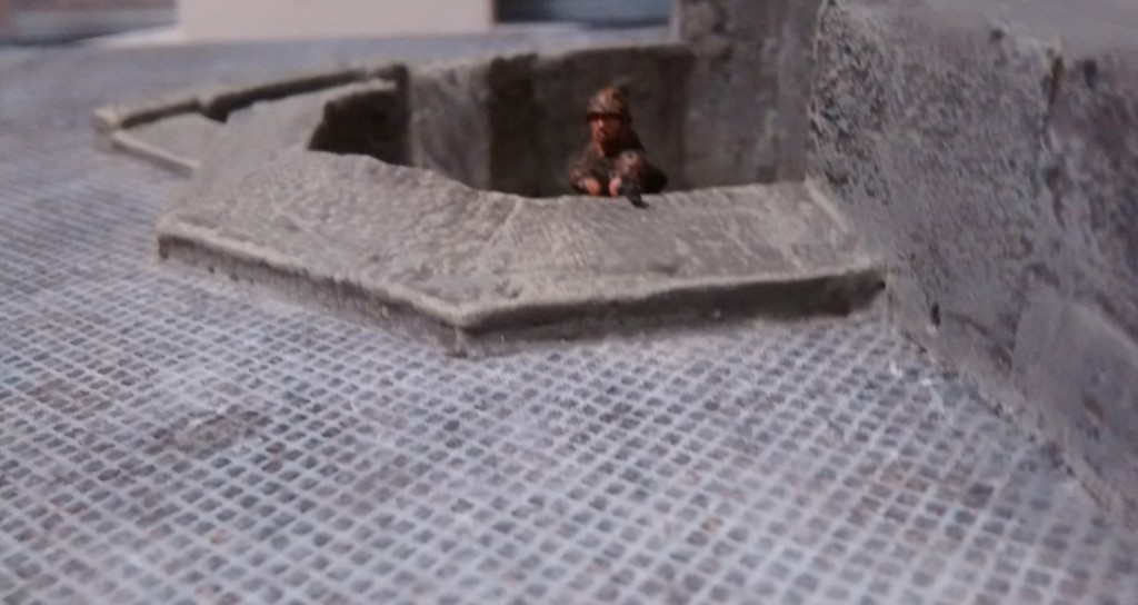 Vorab: das WN27 wurde fertig eingerichtet. Der Pakbunker ist soweit fertig in Strandpromenade und Strandmauer eingebaut. Die Normandie kann verteidigt werden!