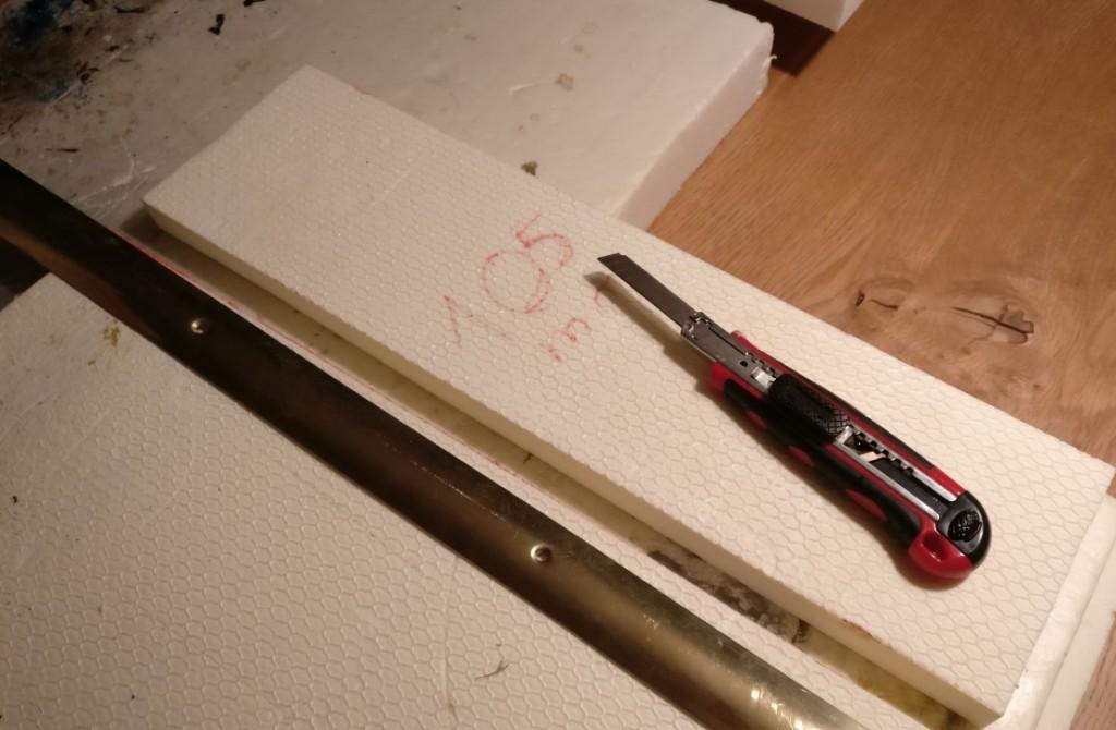 Auch hier saust der Teppichschneider flott durch das Styrodur.
