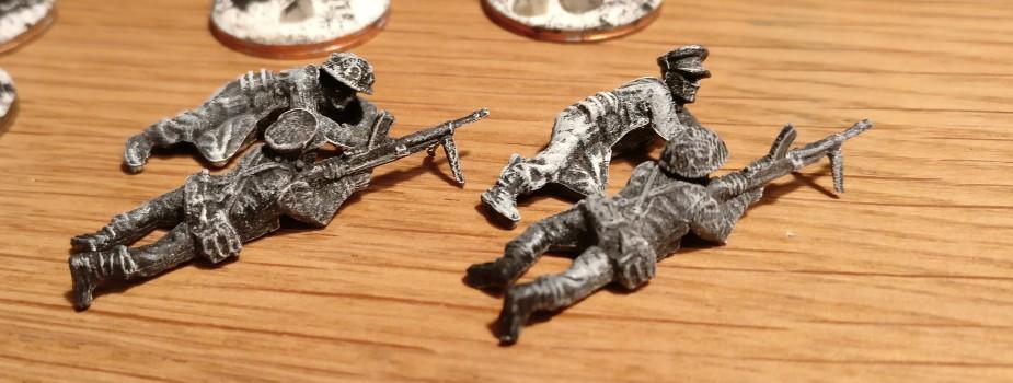 Besonders schick im Kit Plastic Soldier Late War British Infantry 1944-45: die MG-Schützen. Austauschbare Köpfe lassen bei Gunner und Ladeschütze viel Gestatungsspielraum zu. Für den Plasti gibts mehrere Varianten.