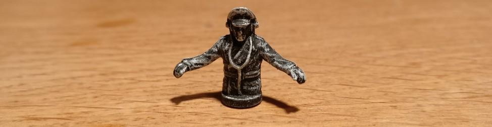 Den Panzerkommandanten hatte ich auch noch in der Pipeline. So wie der dreinschaut fährt der gewiss nen Tiger I oder fetter.