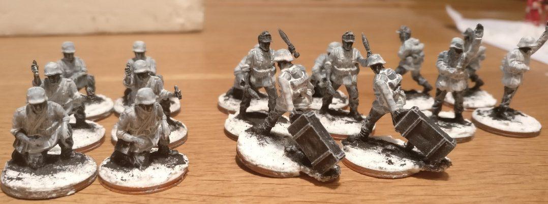 Die Herren Bediener der Granatwerfer 81mm und 120mm tragen bereits Winterkluft.