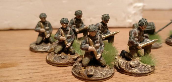 Die Ladeschützen der Pack Howitzer m Detail