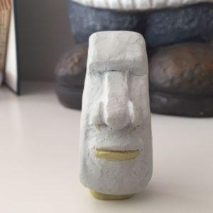 Fertig! Der erste Moai hat seine (ziemlich) endgültige Form erhalten.
