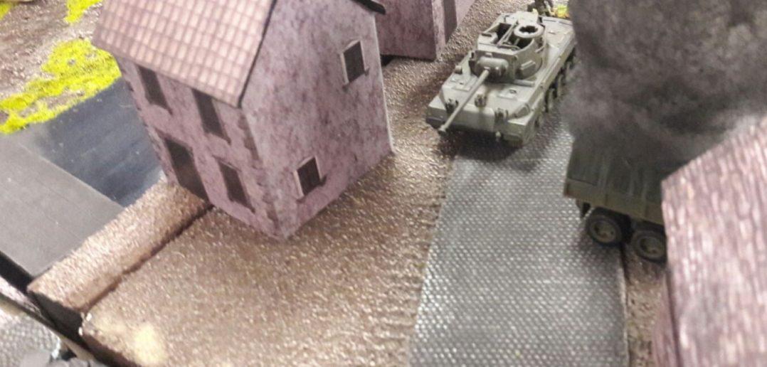 Auch in der Ortschaft rollen die Panzer.